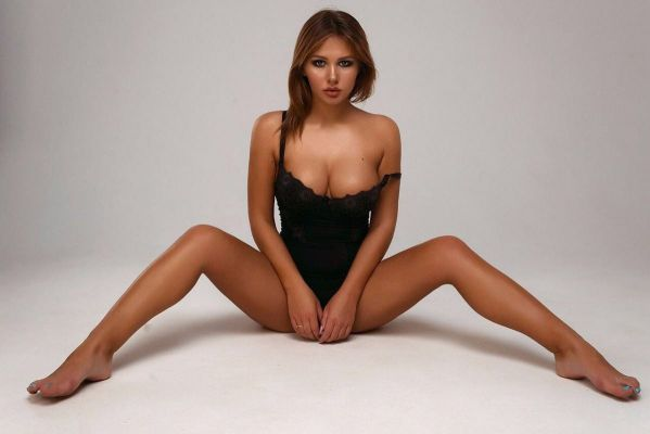 VIP treatment from 20 year-old elite escort Anna