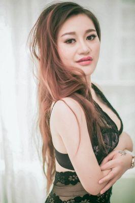 Book a hot Sara, 170 cm on the best escort website