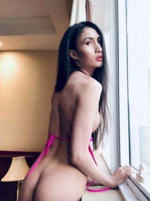 One of the kinkiest escorts for couples available on SexAbudhabi.club