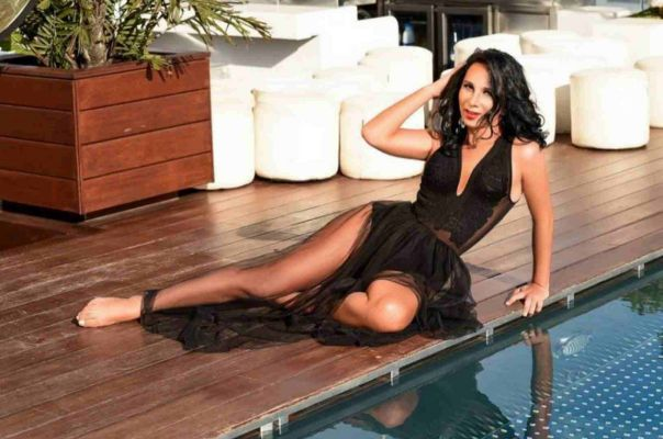 Vip escort in UAE: Karolineesp wants to meet a gentleman