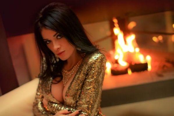 Blonde escort in Abu Dhabi: Roksana is a 24 y.o. cutie for sex