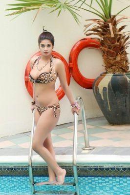 23 y.o. Komal Pool Model provides cheap escort service in UAE