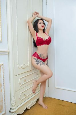 VIP treatment from 22 year-old elite escort Lynk